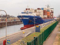 Die Schleusen des Nord-Ostsee-Kanals in Brunsbüttel und Kiel Holtenau