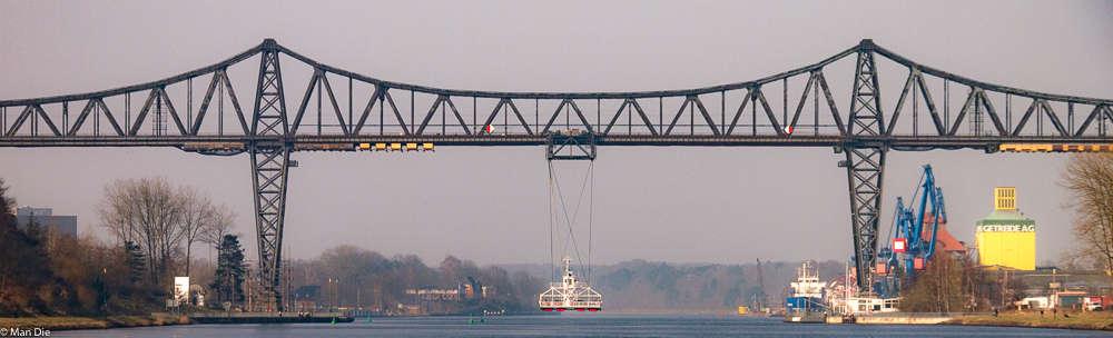 Rendsburger Hochbrücke mit Schwebefähre