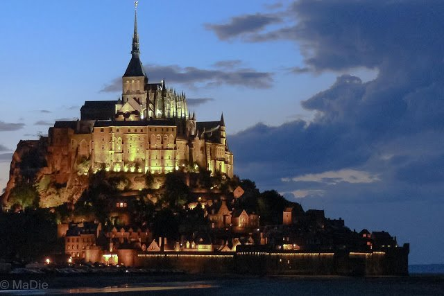 Mont St. Michel in der Nacht