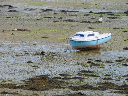Boot ohne Wasser - Ebbe in der Bretagne