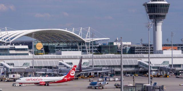 Tower und Vorfeld Flughafen München