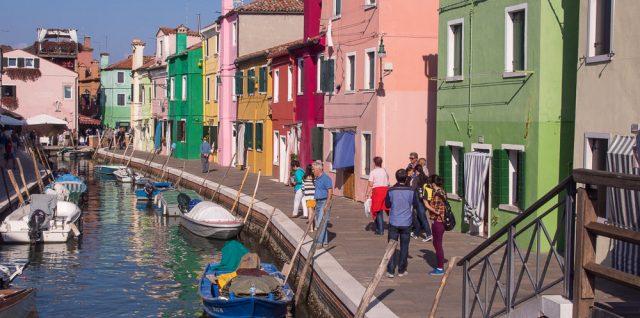 Burano Kanal und bunte Häuser