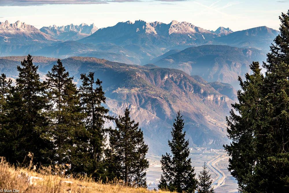 Lana, Blick vom Vigiljoch auf die Dolomiten