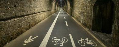 Cinque Terre: Mit dem Fahrrad durch den Tunnel
