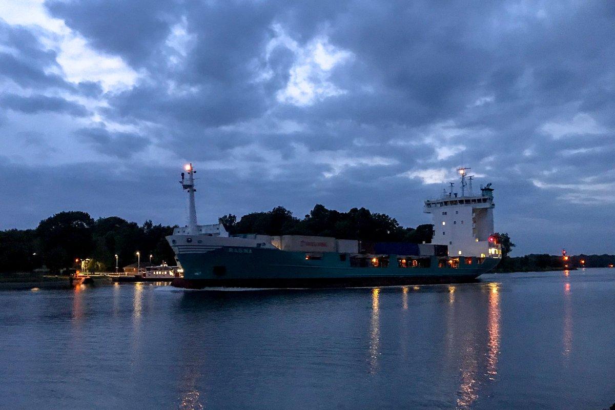 Nord-Ostsee-Kanal am Abend