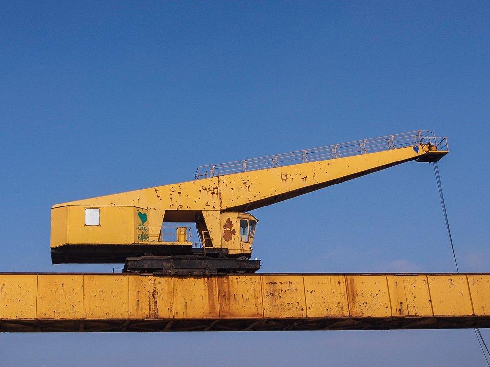 fotogener Kran im neuen Hafen