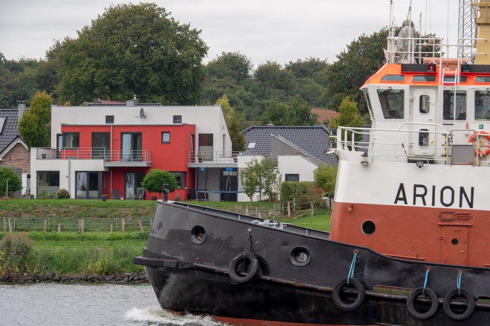 Schleppverband auf dem Nord-Ostsee-Kanal