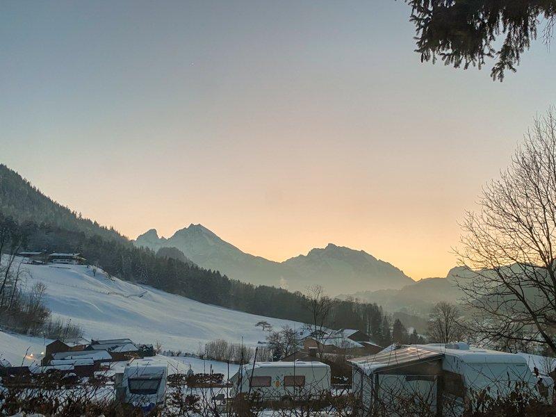 Abendstimmung, Blick aus dem Wohnmobil auf Berchtesgaden