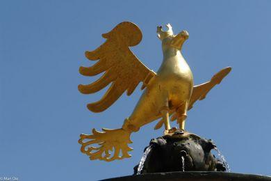 Der Adler aus dem Stadtwappen auf dem Goslarer Marktplatz