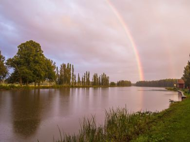 Regenbogen über dem Götakanal, Hajstorp