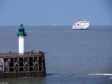 Dover Cliffs und Fährhafen