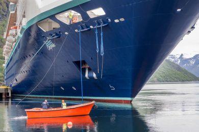 Kreuzfahrtschiff in Hellesylt