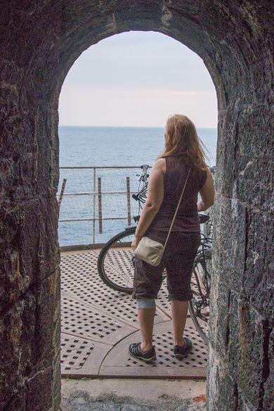 Küstenblick aus dem Tunnel